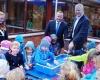 Kinder der Kita Bürgerhaus freuen sich über neue Matschanlage