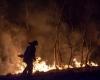 Rhener Moor brennt in der Nacht