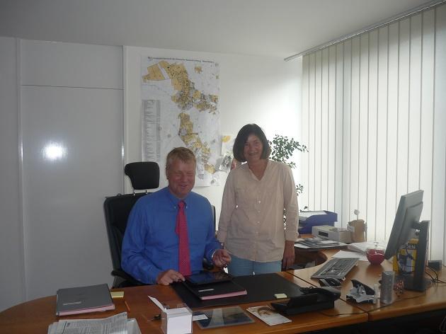 Bürgermeister Stefan Bauer und die Vorsitzende des Arbeitskreises Willkommenskultur Heidi Colmorgen