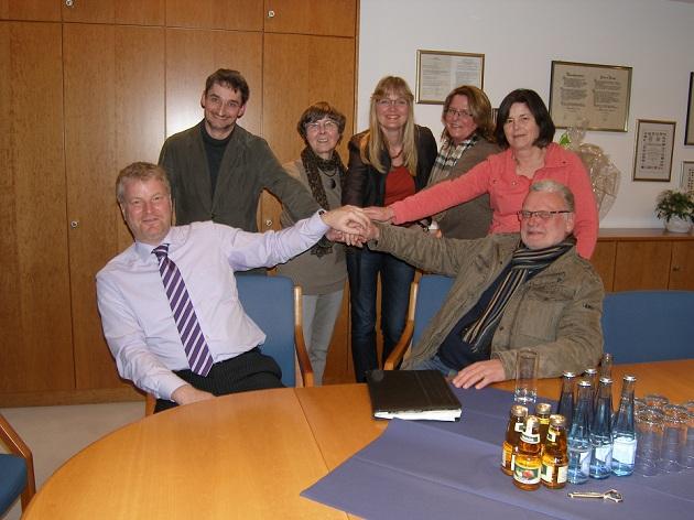 Bürgermeister Stefan Bauer, xxx,Gudrun Hohn (CDU), Gleichstellungsbeauftragte Svenja Gruber, Katrin Iwersen, Heidi Colmorgen (SPD), Bürgervorsteher Uwe Schmidt