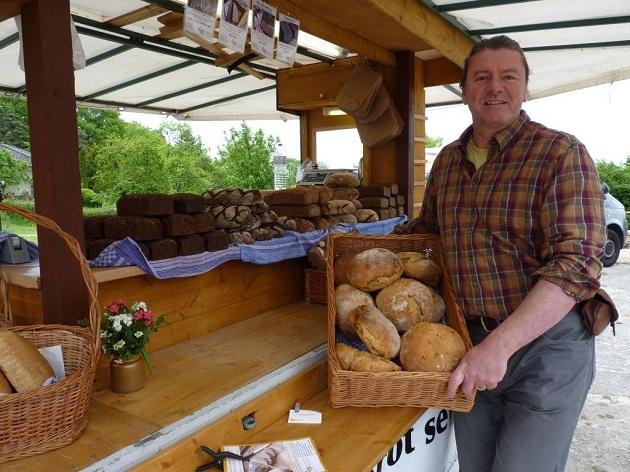 """Kein Mühlentag ohne gesundes Brot von Andreas Sommers – hier mit seinem neuen """"Bauern Bängel"""""""
