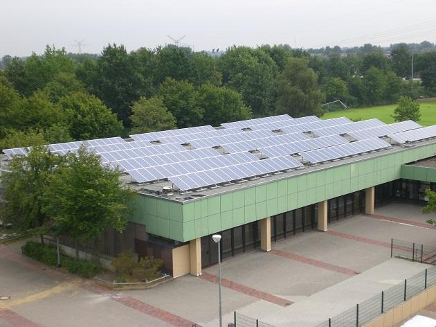 Photovoltaikanlage auf dem Sporthallendach