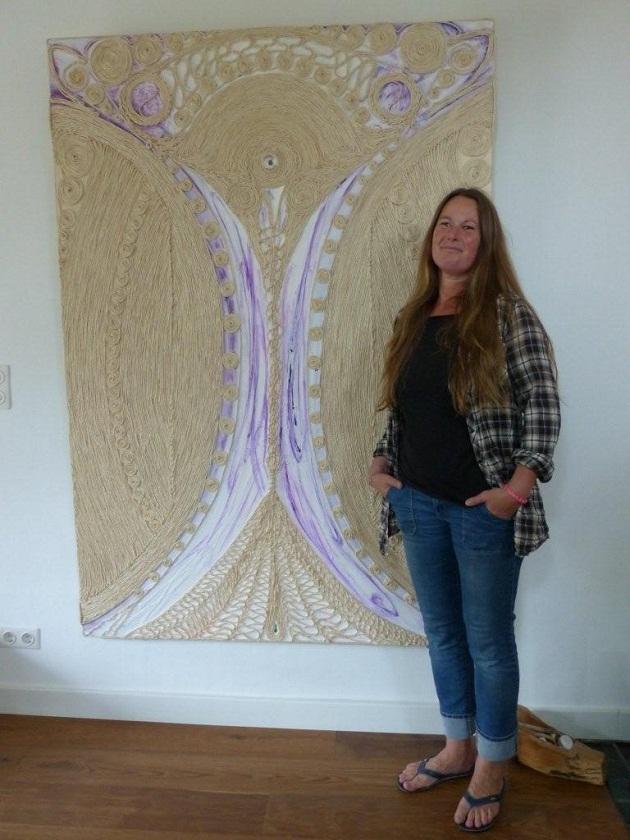 Katja Matzen vor einem ihrer größten Kunstwerke