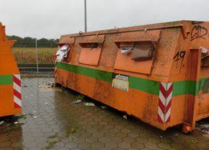 Proppenvoll und bereit zur Abholung - Alpapiercontainer in Ulzburg-Süd