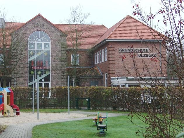 Steuert zurzeit ohne Kapitän durch schwierige Gewässer - Grundschule Ulzburg