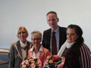 """von links: Elisabeth von Bressensdorf, Bürgerpreisträgerin Heike Benkmann, Dr. Dietmar Kahle, """"Heldin des Nordens"""" Sandy Leberecht"""