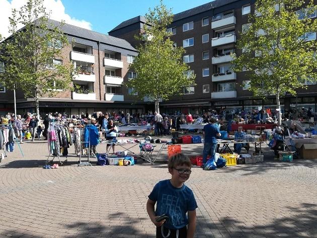Flohmarkt auf dem Rhener Marktplatz