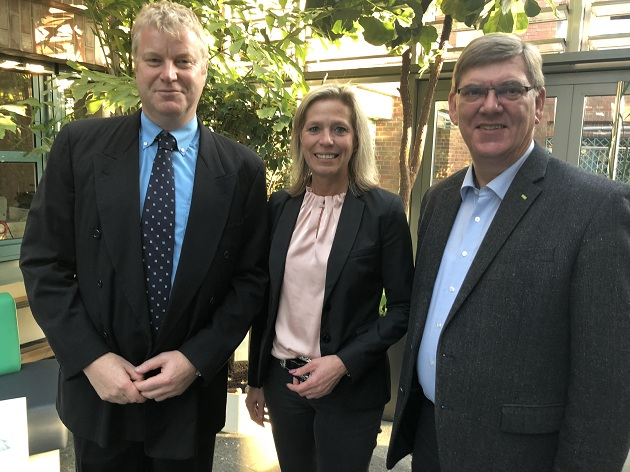 ürgermeister Stefan Bauer, Oberbürgermeisterin Elke Christina Roeder und Pastor Andreas Hausberg