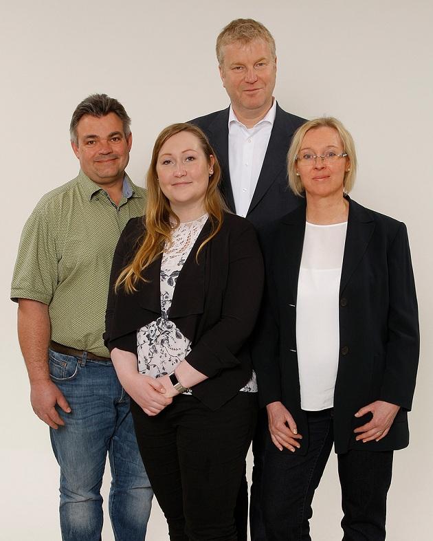 Arbeiten gemeinsam mit Bürgerschaft und Politik am Integrierten Gemeindeentwicklungskonzept (IGEK): Volker Duda (Ortsplaner), Kristi Grünberg (IGEK-Team), Bürgermeister Stefan Bauer und Martina Pfalzgraf (IGEK-Team) (von links).
