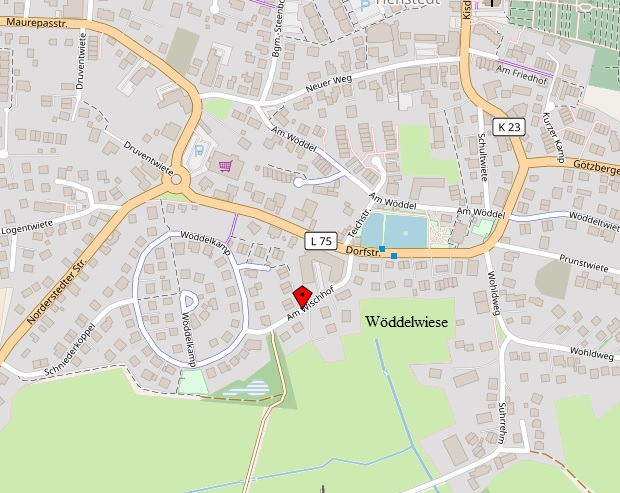 Die Wöddelwiese mit der Wöddelbek, die unter der Dorfstraße verrohrt ist. Karte: Openstreetmap